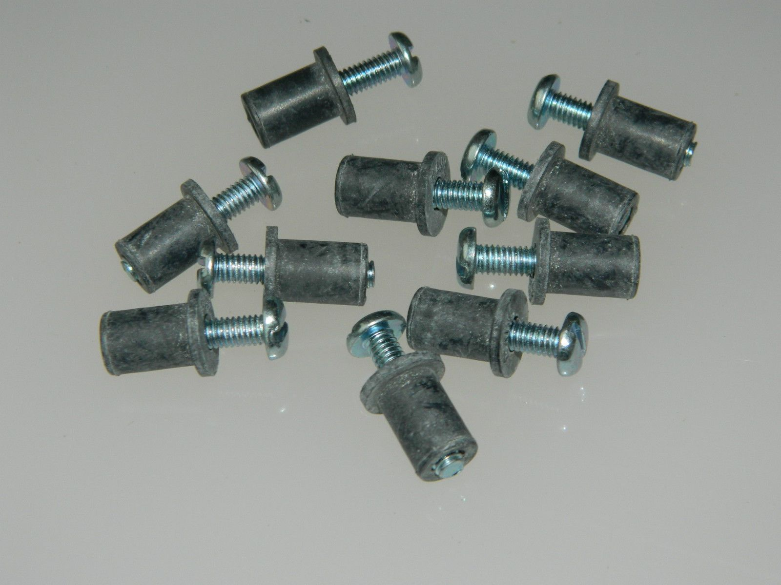 10 x M4 Steel Pan Head Slotted Screws With Rubber Expandable